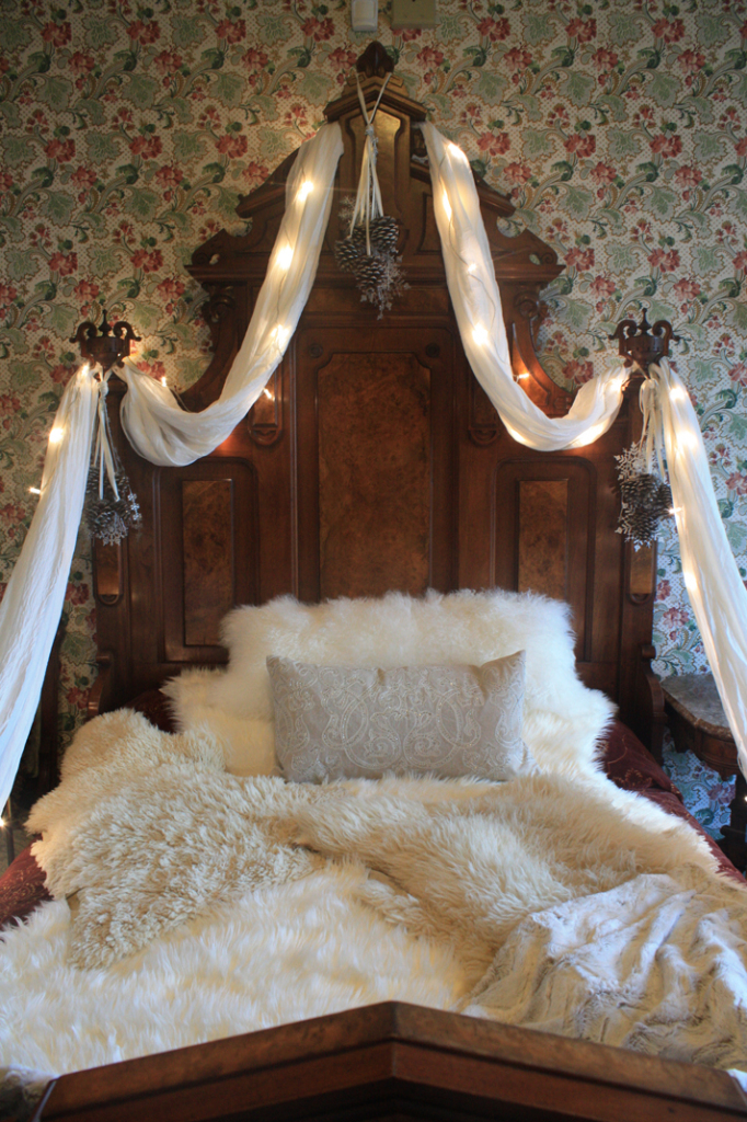 Holiday-Decor-Bed-Detail