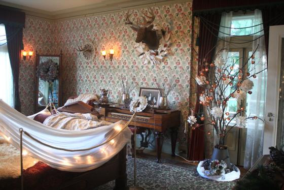 Holiday-Decor-Kates-Room