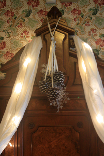 Holiday DIY Decor Pittock Mansion