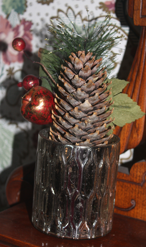 Holiday-Pine-Cone-Decor