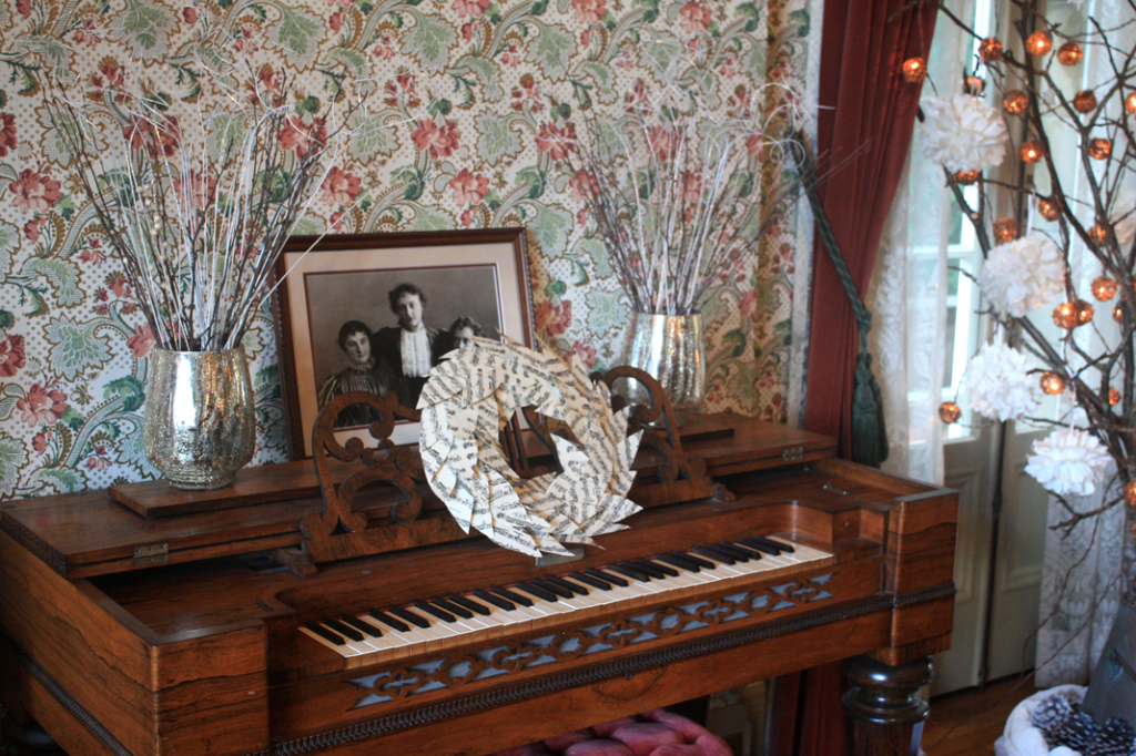 Piano-Decor-Pittock-Mansion